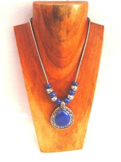 Collar corto medallón de Lapislázuli