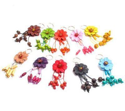 Llavero Flor de cuero con colgantes pequeño