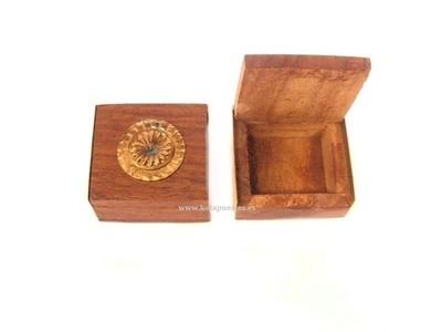 Caja madera/latón mini decorada cuadrada