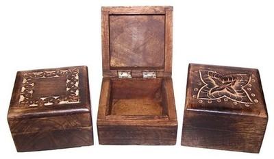 Caja madera oscura tallada cuadrada